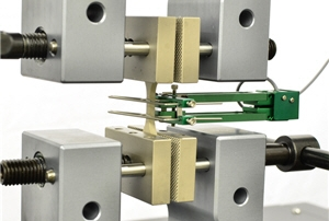 Micro tensile testing with an extensometer